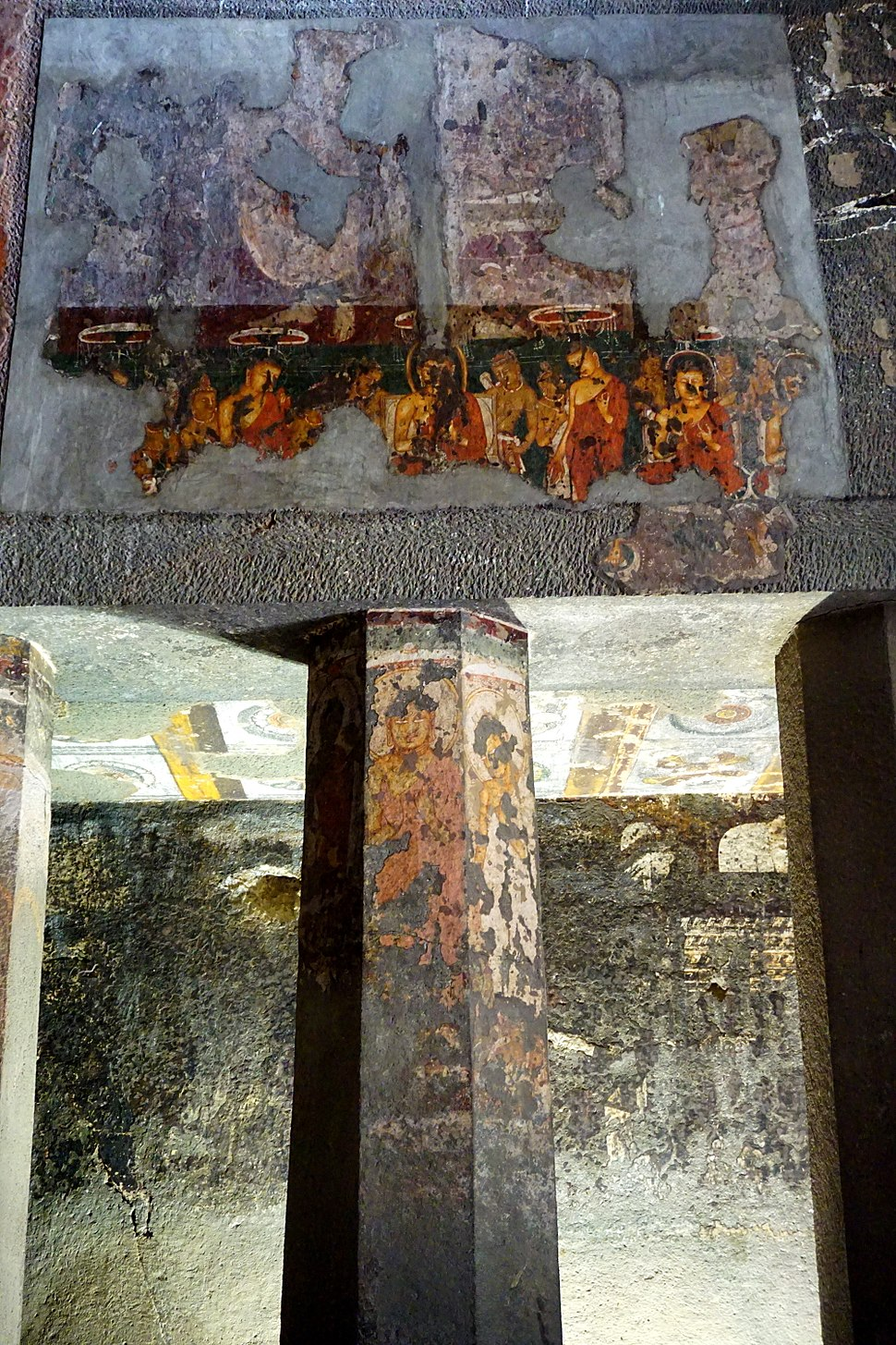 Cave 9, Paintings on and over pillars right side of the cave