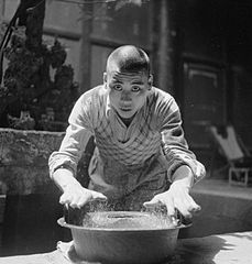 Cecil Beaton Photographs- General; China 1944, temple IB3342C.jpg