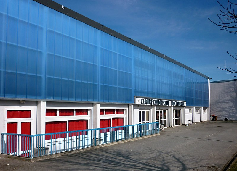 File:Centre Omnisport Cucheron Wissous.jpg