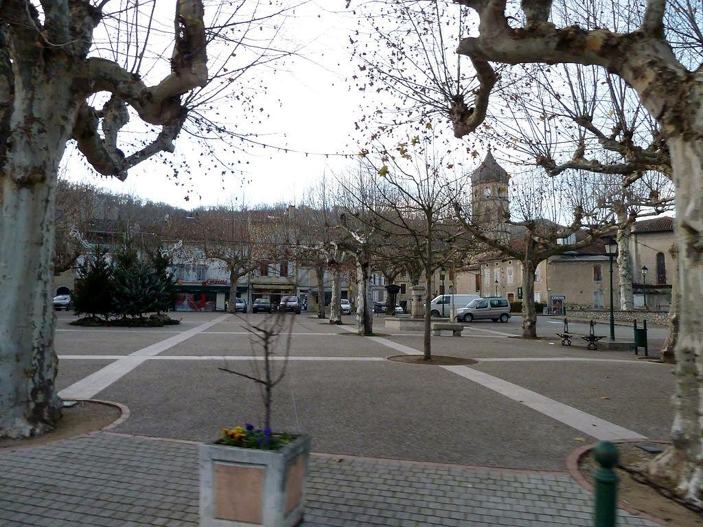 Datei centre du village le mas d 39 azil jpg wikipedia for Le village du meuble bordeaux