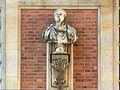 Château de Versailles, cour de marbre, buste d'empereur romain, Vdse 115 01.jpg