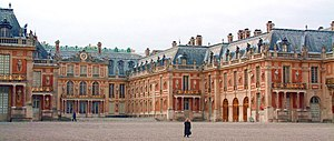 Cour d'honneur - Louis Le Vau opened up the interior court of the Château de Versailles to create the expansive entrance cour d'honneur, subsequently copied all over Europe.
