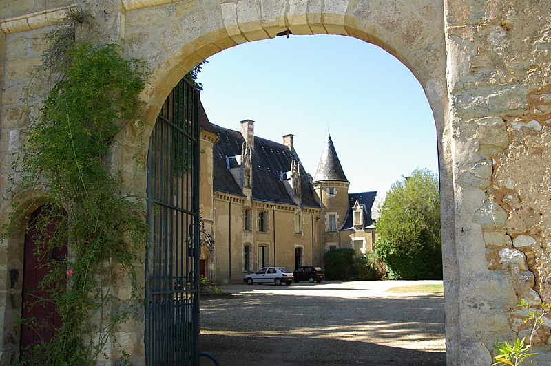 File:Chateau du Lys St Georges.jpg