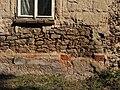 Chotouň (Chrášťany), detail zdiva statku.JPG