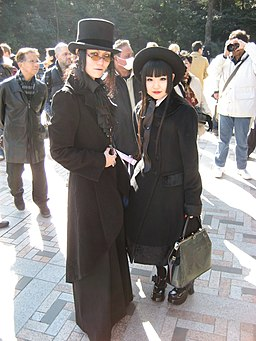Gothic aristocrat as substyle of classic lolita