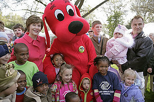 Clifford the Big Red Dog - Clifford The Big Red Dog with Laura Bush and many children at the White House Easter Egg Roll, 2007.