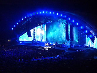 Viva la Vida Tour - The Viva la Vida Tour visited arenas and stadiums in separate phases of the tour. In London, the band visited The O2 Arena in 2008 (left), and Wembley Stadium in 2009 (right), with the latter show featuring a half-dome stage design.