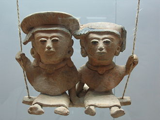 Mesoamerica - A pair of swinging Remojadas figurines, Classic Veracruz culture, 300 to 900 CE.
