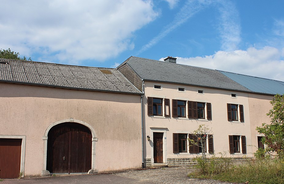 Haus op Nr. 3 An de Leessen zu Konter, zënter dem 23. Februar 2007 op der Lëscht vum Zousaz-Inventaire vun den nationale Monumenter agedroen.