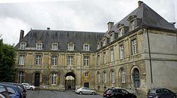 Cour du chateau bas 68.JPG