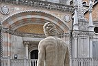 Courtyard of the Doge's Palace (Venice) 001.jpg