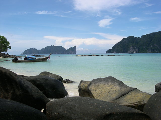 Phi Phi [Public Domain via https://commons.wikimedia.org/wiki/File:DSCN3564.JPG?uselang=en-gb]