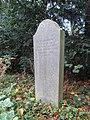 DU-Waldfriedhof-Gedenkstein Zwangsarbeiterkinder 01.jpg