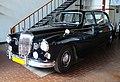 Daimler Majestic Major - przód - Muzeum Pojazdów Zabytkowych Zabrze.jpg
