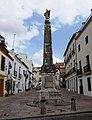 Die Statue des Heiligen Raffaels auf der Plaza del Potro in Cordoba. - panoramio.jpg