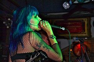 Dinah Cancer en 2007 con el reformado 45 Grave en Blue Cafe, Long Beach, CA