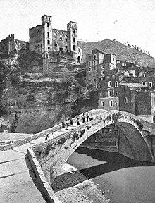 Il ponte, il borgo ed il castello a inizio Novecento
