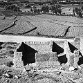 Dom budowany przez Omara Muhammada z przeznaczeniem dla córek (strona prawa), w tle pola uprawne - Tala-o-Barfak - 001507n.jpg