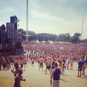Q-dance - Image: Dominator 2014 crowd