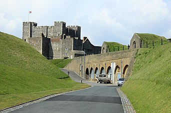 Dover Castle (EH) 20-04-2012 (7217044814)