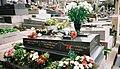 Edith Piafs Grave, Père Lachaise Cemetery, Paris, France 2004-03-14 n1.jpg