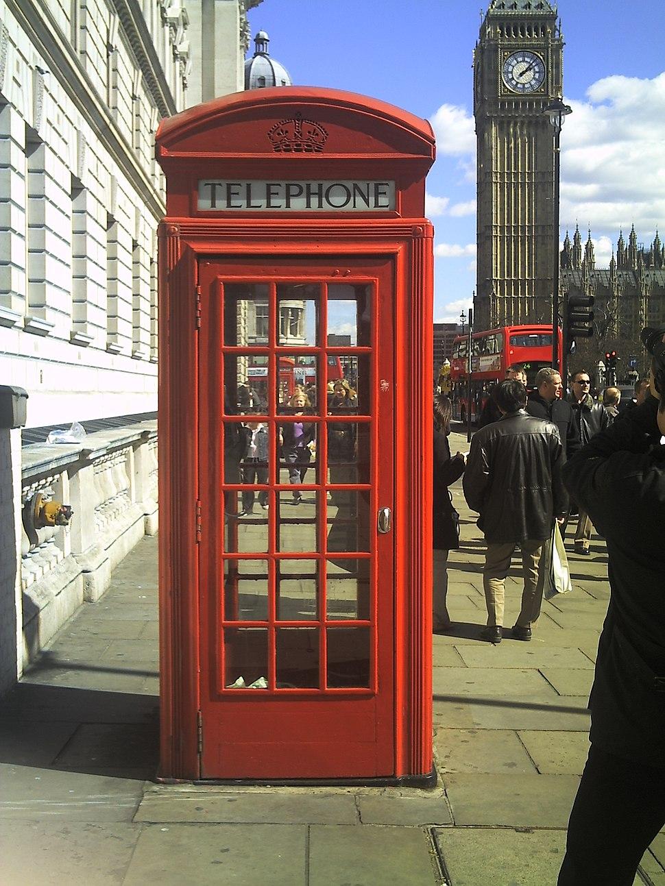 English-telephone-box