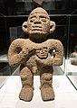 Escultura con cabeza trofeo. Museo de América 02.jpg