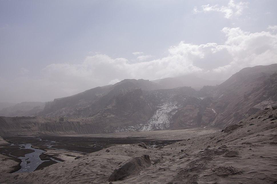 Eyjafjallajokull Gigjokull in ash
