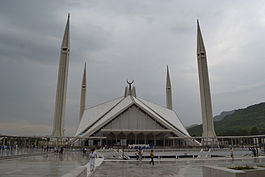 Faisal Mosque from southern side.JPG
