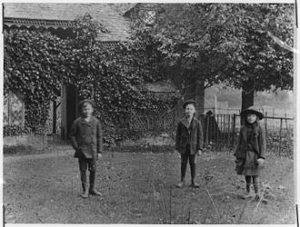 Tadd Roosevelt - Tadd (middle) in Bicester, England with sister Helen (right) and uncle Franklin (left) in January 1889