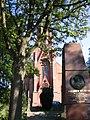 Friedrich Wilhelm Denkmal mit Petruskirche.jpg