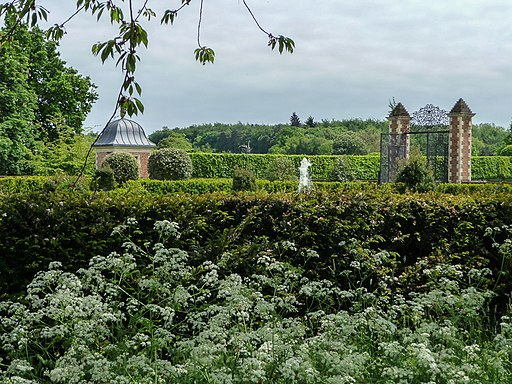 Garden, Hatfield House, Hertfordshire-geograph-3489364-by-Christine-Matthews