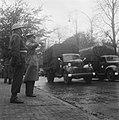 Generaal Kruls salueert tijdens het defilé, Bestanddeelnr 900-9778.jpg