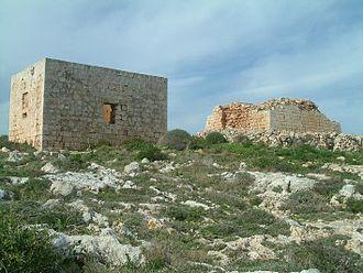 Għajn Ħadid Tower - The ruined tower and the nearby defensible room