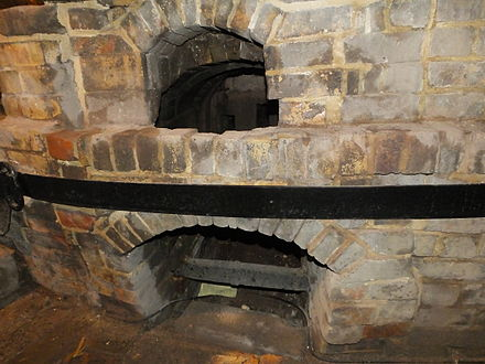 A firemouth- in museum conditions Gladstone glost bottle oven 3817.JPG