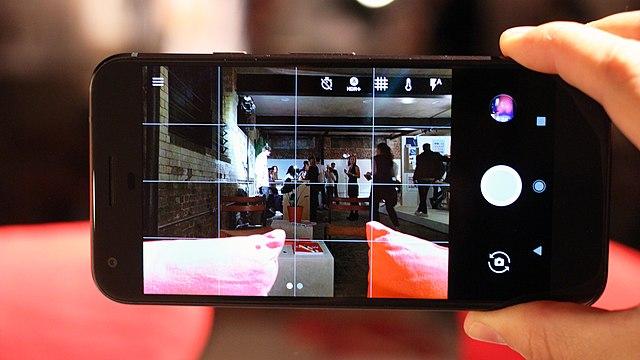 Google Pixel XL smartphone (30155264605)