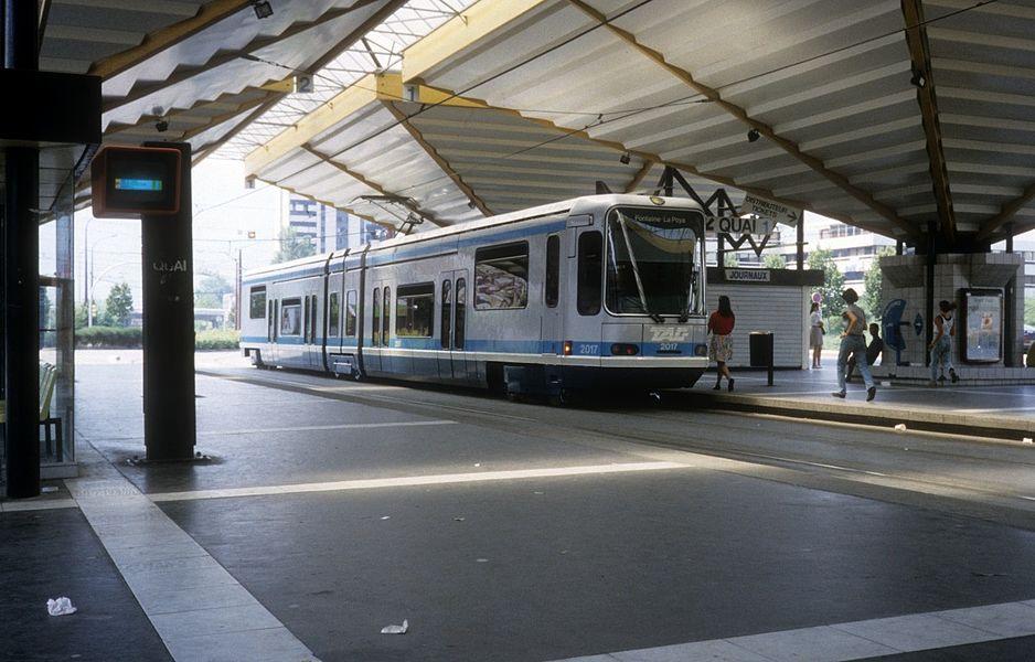 Grenoble TAG SL A (Alstom-TFS 2 2017) Grand' Place am 30. Juli 1992.