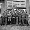 Groepsportret van de gedecoreerden met vierde van rechts vooraan prins Bernhard , Bestanddeelnr 255-7696.jpg