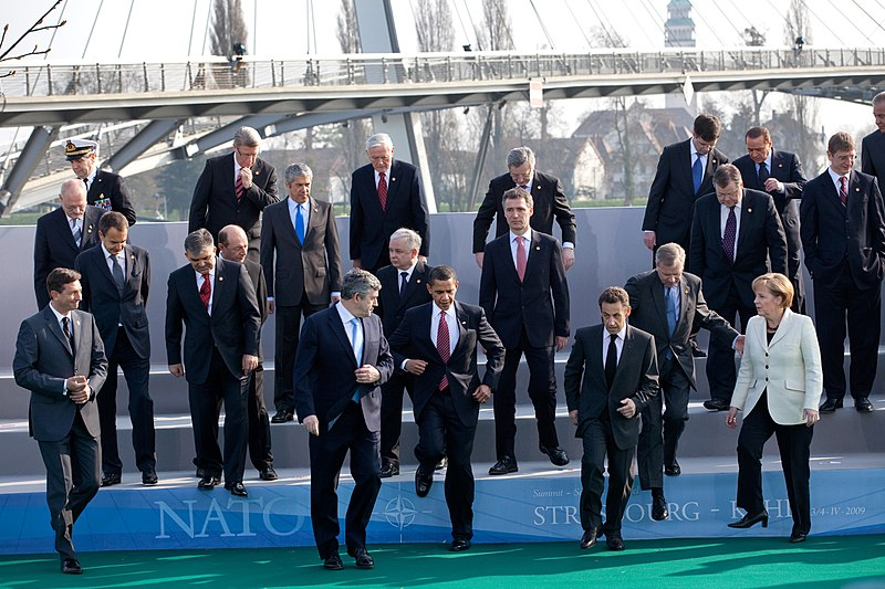 File:Group photo during 2009 NATO Strasbourg–Kehl summit.jpg