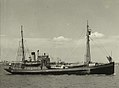 HMAS Wyatt Earp leaving Melbourne. (27935259629).jpg