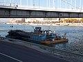 HSP 1509B számú ponton és a Botond toló motorhajó, Erzsébet híd, 2018 Tabán.jpg