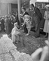 Hare Koninklijke Hoogheid Prinses Beatrix opent het jeugdhuis De Heuvel te Rot, Bestanddeelnr 910-3912.jpg