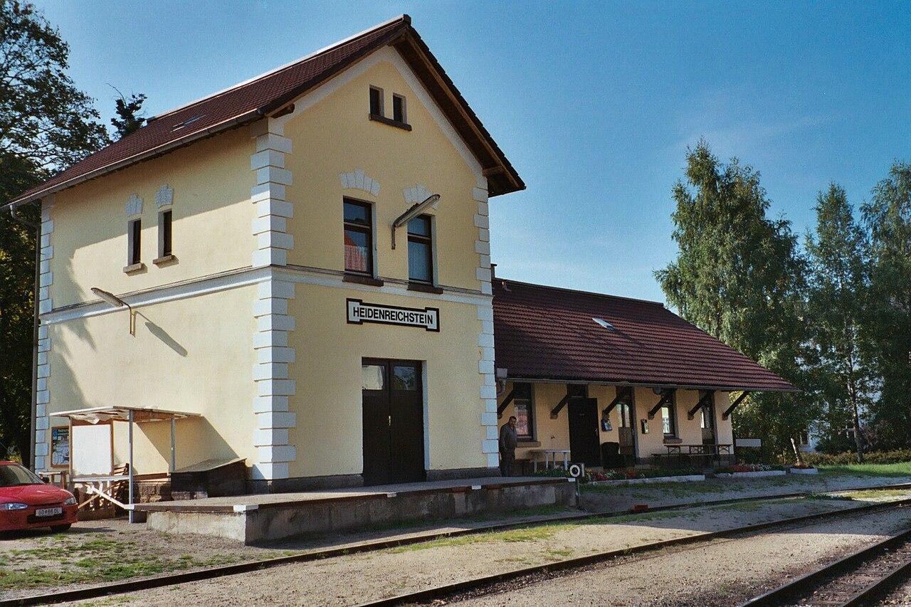 1280px-Heidenreichstein_station.jpg
