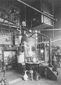 Heike Kamerlingh Onnes - 25 - The cryogenic laboratory in room E, 1900 Steenschuur, Leiden.png