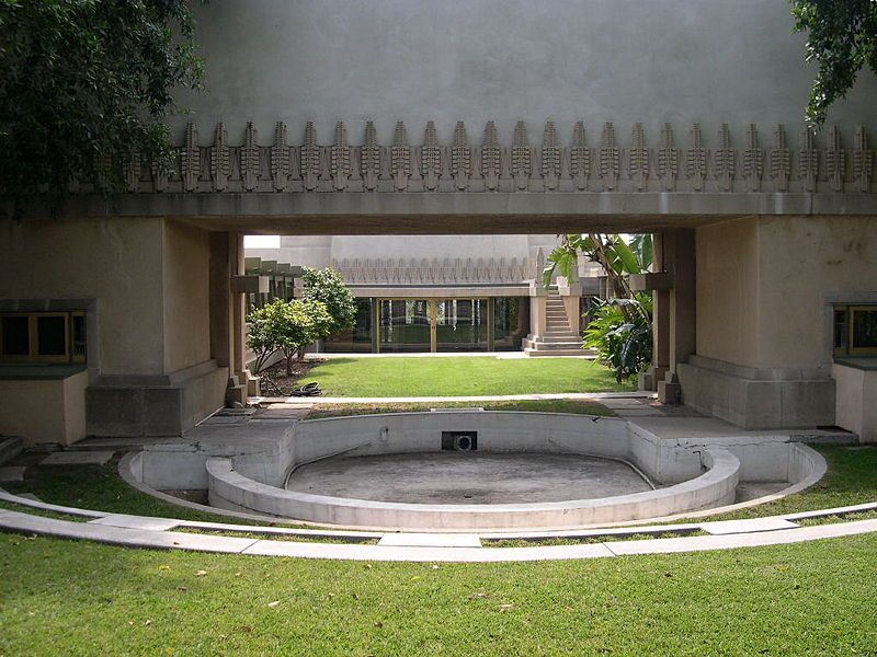File hollyhock house pool jpg wikimedia commons for Hollyhock house