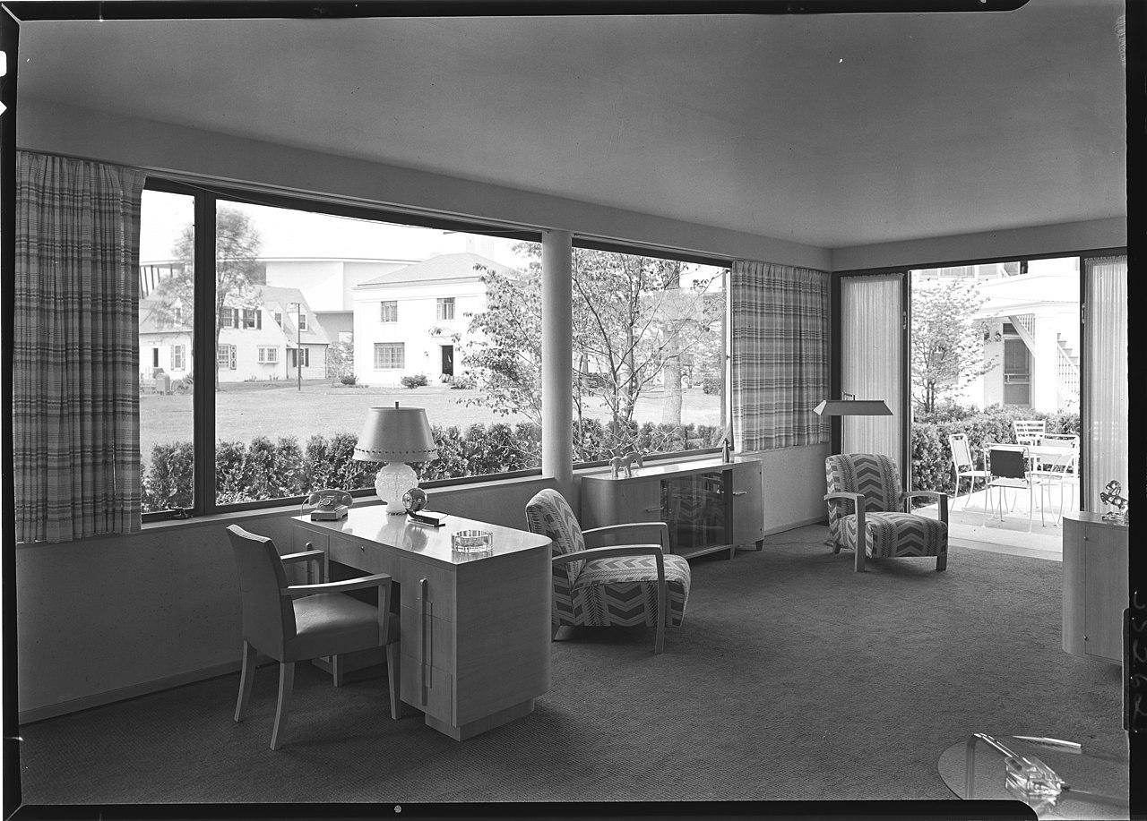 File:House of Glass Worlds Fair 1939 LOC gsc.5a03199.jpg ...