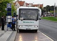 Hradčanská, autobusové stanoviště, odpředu, autobus do Domažlic (01).jpg