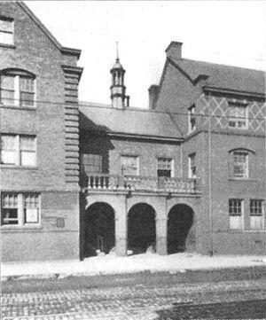 Irving Kane Pond - Hull House Entrance to Quadrangle