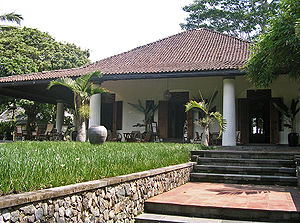 Architecture of Indonesia - Javanese and neo-classical Indo-European hybrid villa. Note the Javanese roof form and general similarities with the Javanese cottage.