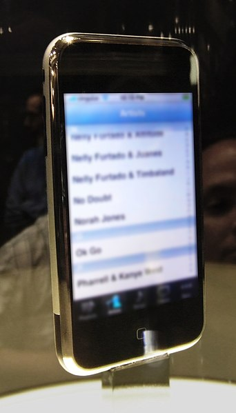 Afbeelding:IPhone at Macworld (angled view).jpg